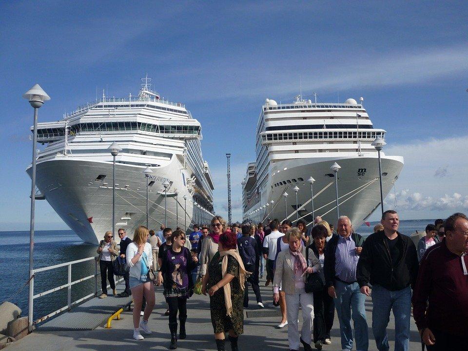 cruise-ships-228923_960_720
